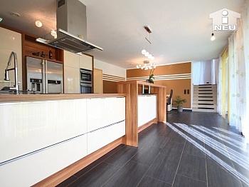 großzügige Obergeschoss Westterrasse - Neues, modernes Niedrigenergiehaus Nähe Feldkirchen