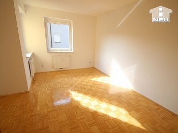 Fernwärme Karawanken deckenhoch - Neuewertige schöne 3 Zi Wohnung in Viktring
