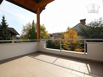 Tageslicht verfließt Wohnküche - Neuwertiges, großzügiges Reihenhaus in Annabichl