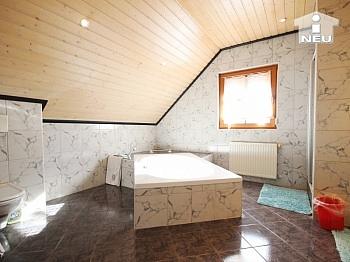 Poolbereich Grundstück großzügig - Heimeliges Einfamilienhaus mit Pool in Welzenegg
