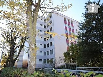 Vorraum saniert Fenster - Sonnendurchflutete 3-Zi-Wohnung in Welzenegg