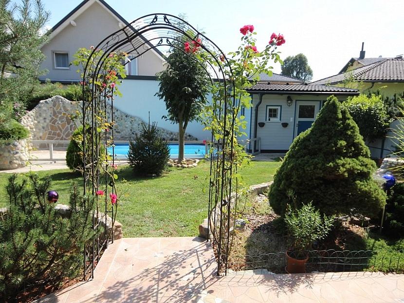 -Neuwertiger 112m² Bungalow mit Pool in Aich/Gutendorf
