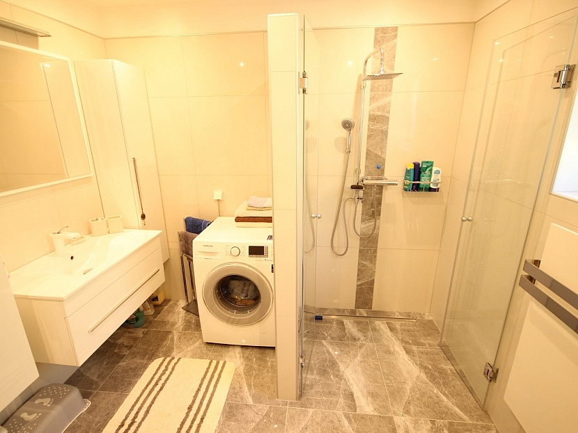 -Schönes 200m² Zweifamilienwohnhaus in Pörtschach am Wörthersee